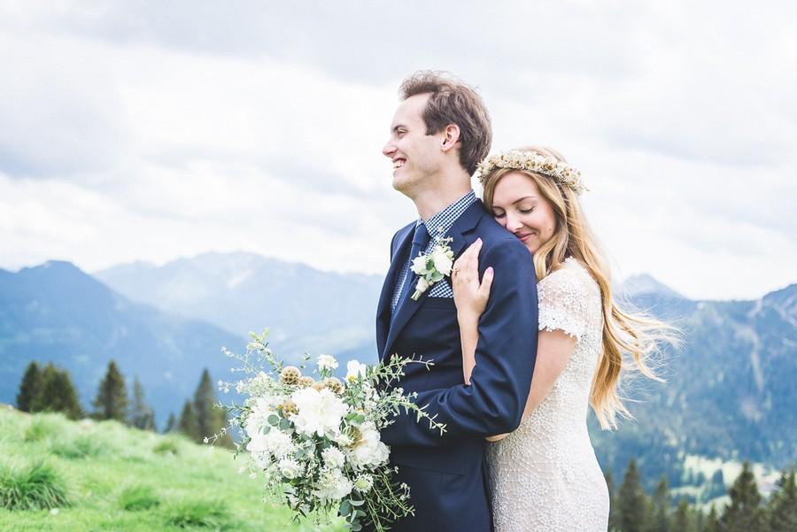 Hochzeit zu zweit: Elopement auf einer Almwiese des Wallbergs
