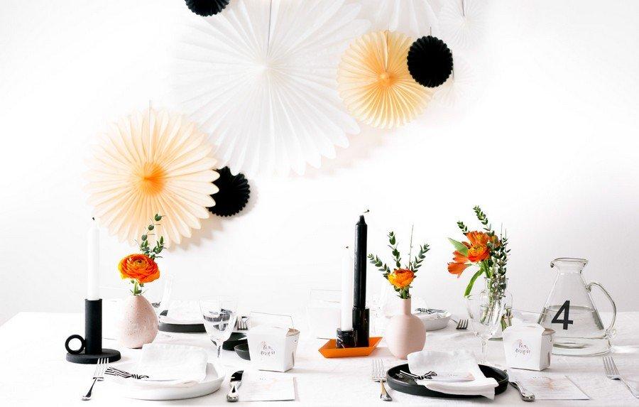 Hochzeits-Deko im Retro-Look in schwarz, weiß und Orange von Studio Colada aus München