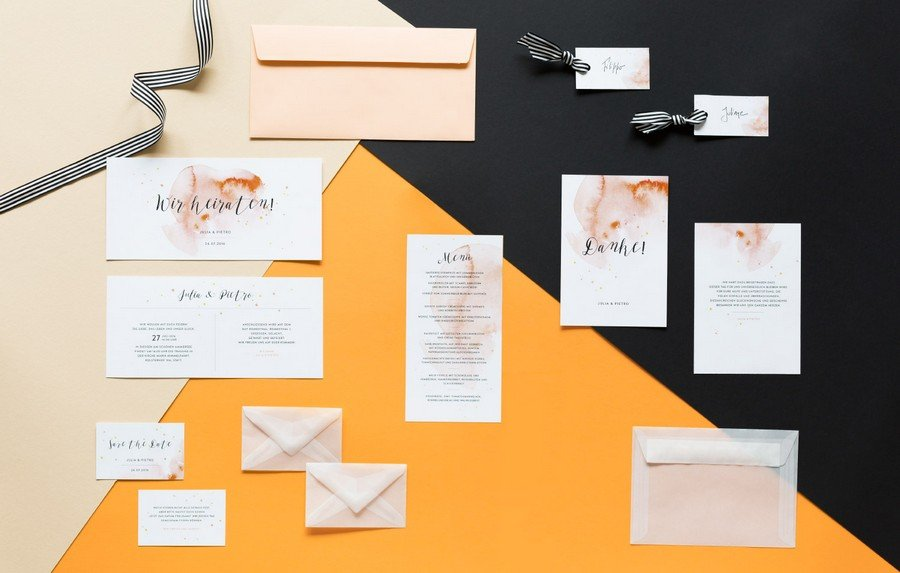 Hochzeits-Einladung, Dankeskarte und weitere Papeterie im Set im Retro-Look in schwarz, weiß und Orange von Studio Colada aus München