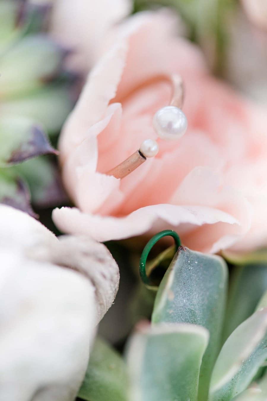 Bezubernder, außergewöhnlicher, offener Verlobungsring mit Perlen aus Gold von Nathalie Bleyer Goldschmiedin in Wien