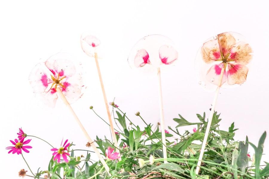 Blütenlutscher als Gastgeschenk: süße Selbermach-Idee