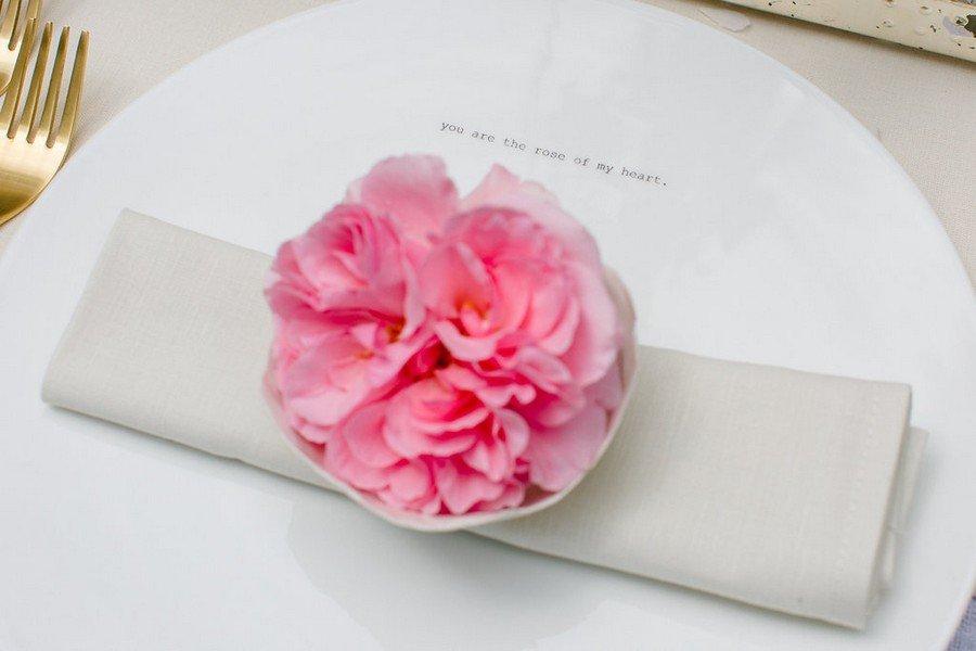 Hochzeits-Tischdeko mit kleiner Schrift