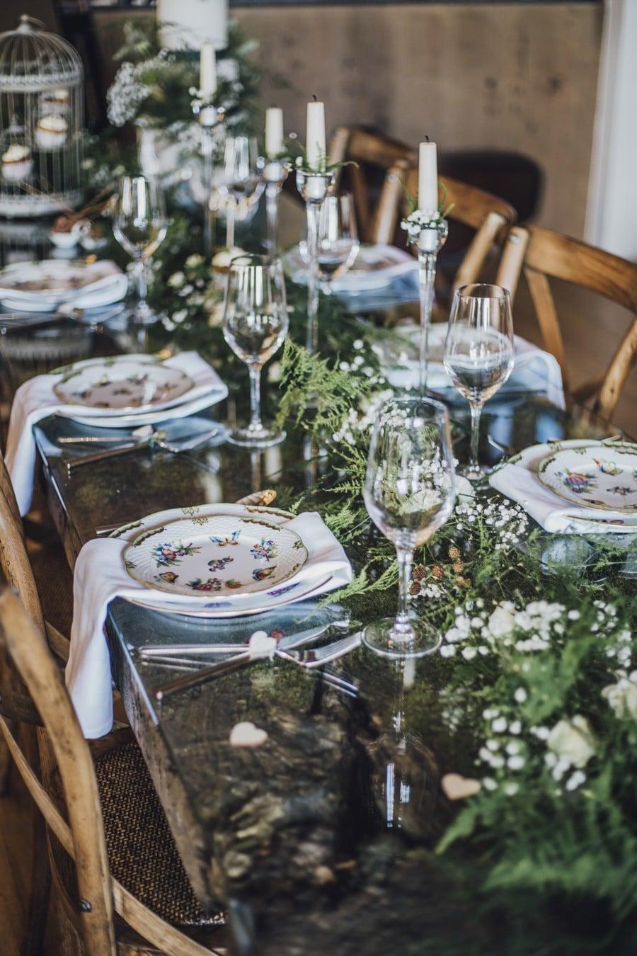 Zauberhafte tischdeko f r eine elegante waldhochzeit for Tischdeko rustikal