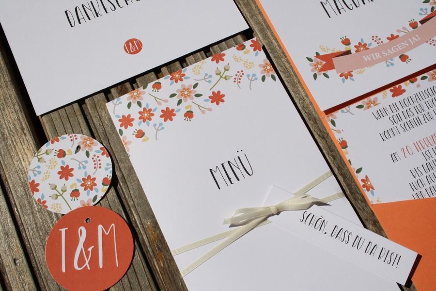 individuelle Menükarte für die Hochzeit in Orange und Rot von Herdruck aus Österreich