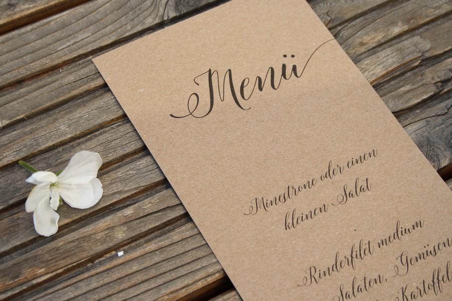 Menü aus Kraftpapier für die Hochzeit