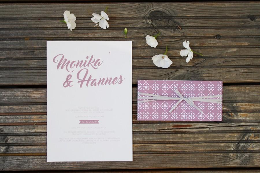 Hochzeitseinladung in Altrosa und Weiß von Herzdruck aus Österreich