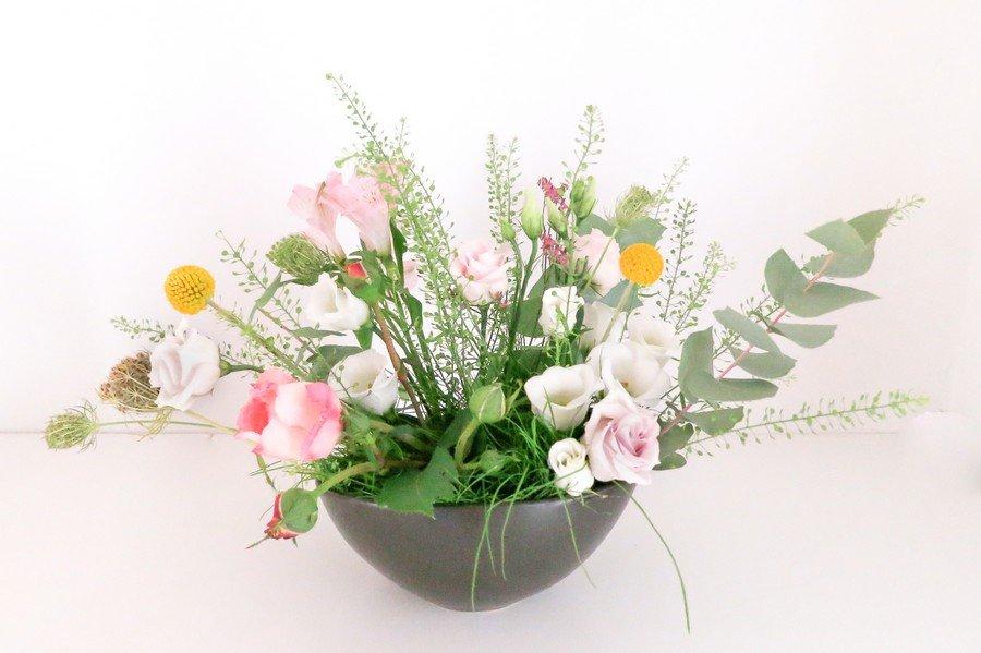 Blumen-Gesteck für eine Hochzeit in Rosa und Weiß
