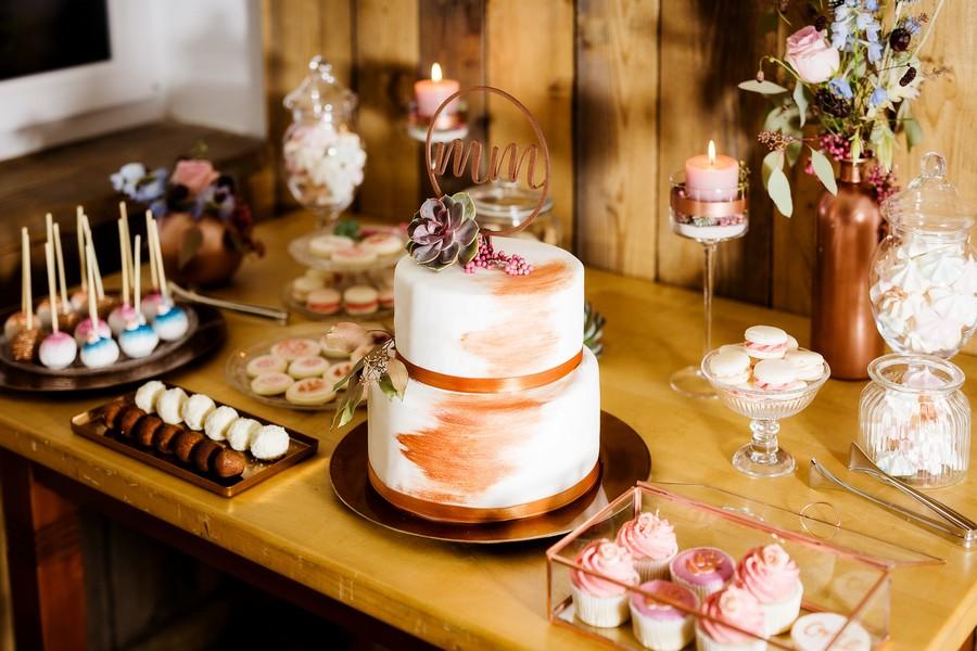 hochzeitstorte-kupfer-macarons-cake-pops