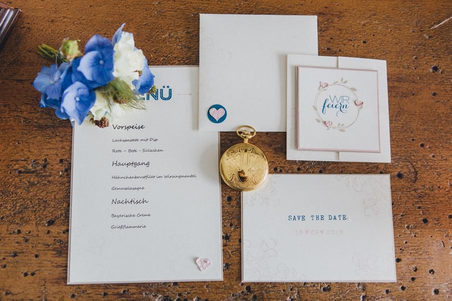 Inspiration für eine herbstliche Hochzeit in den Farben Blau und Kupfer