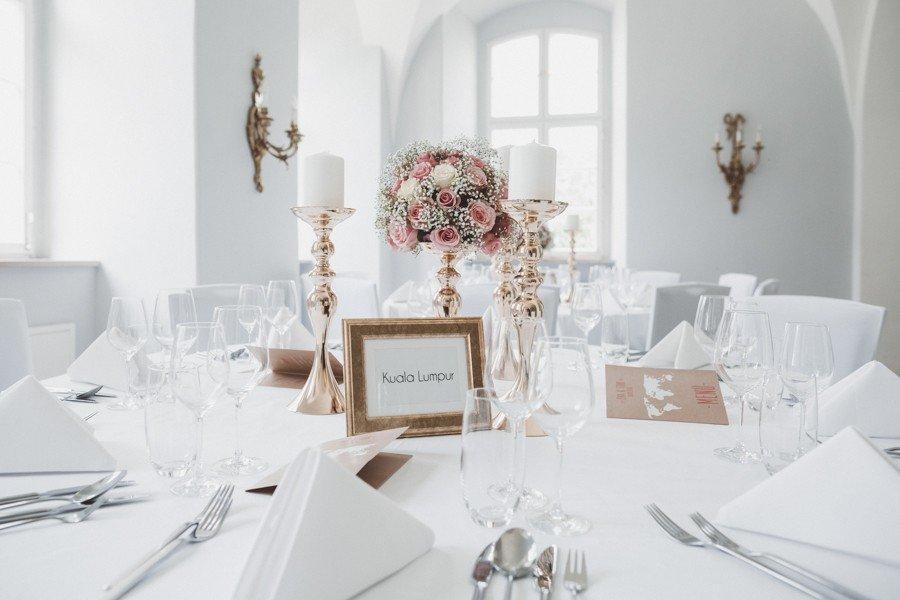 Boho-Hochzeit im Garten von Schloss Jägersburg
