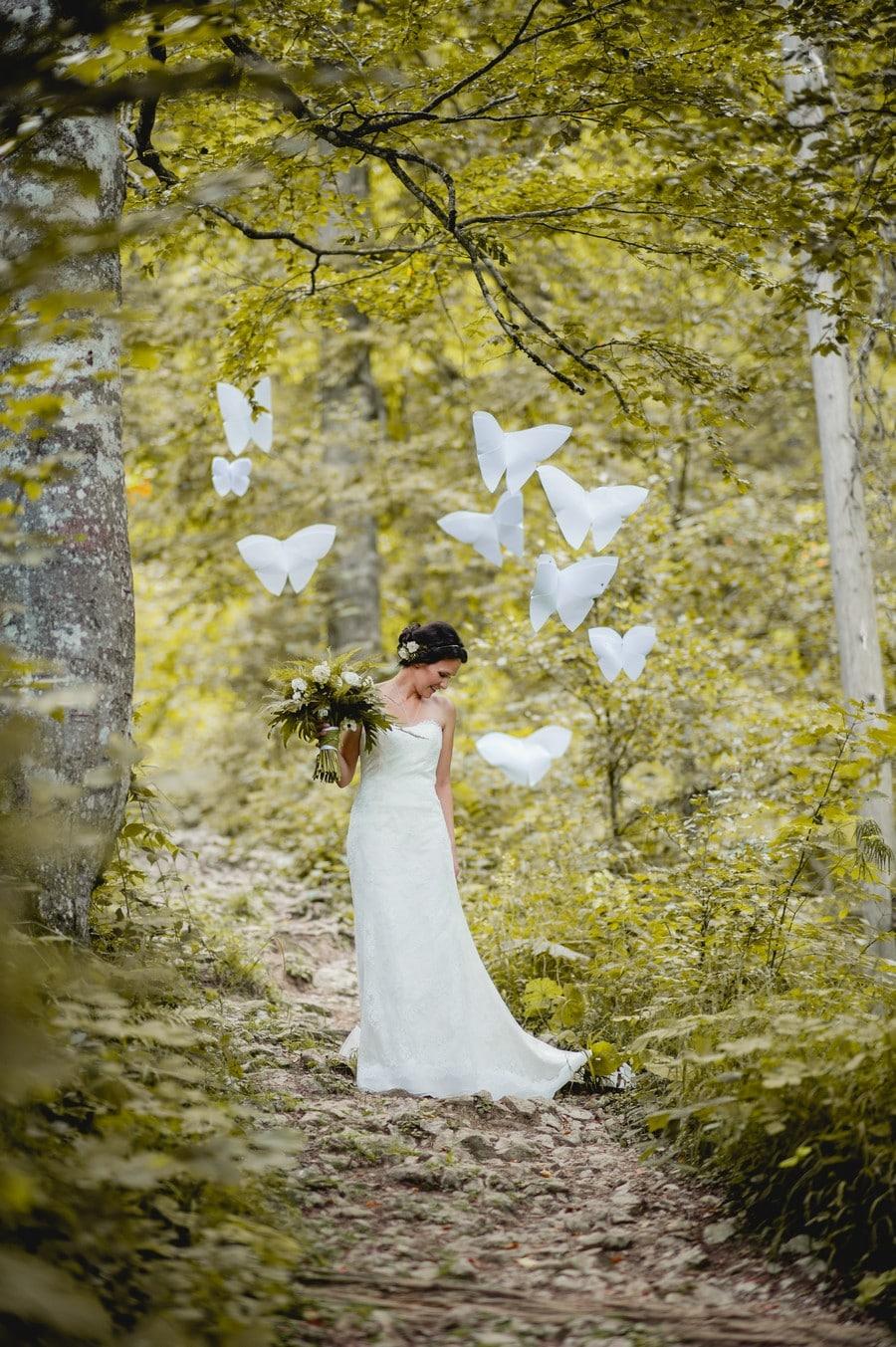 Inspirationen für eine natürliche Hochzeit mit Farnen und Traum-Motiven wie Zwergen und Schmetterlingen. styled Shoot in Bayern von Trauwerk und Hochzeitsgezwitscher
