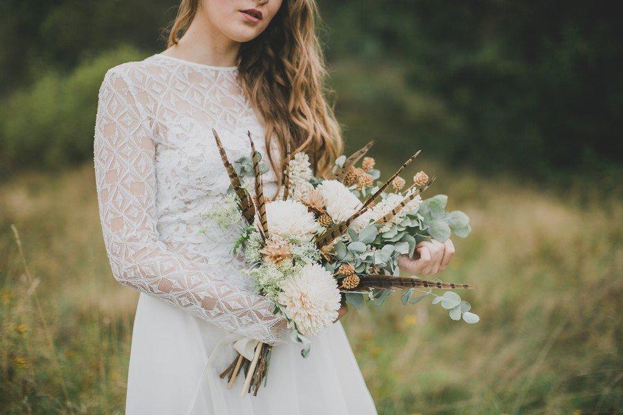 Brautstrauß mit Federn passend zur Hippie-Braut
