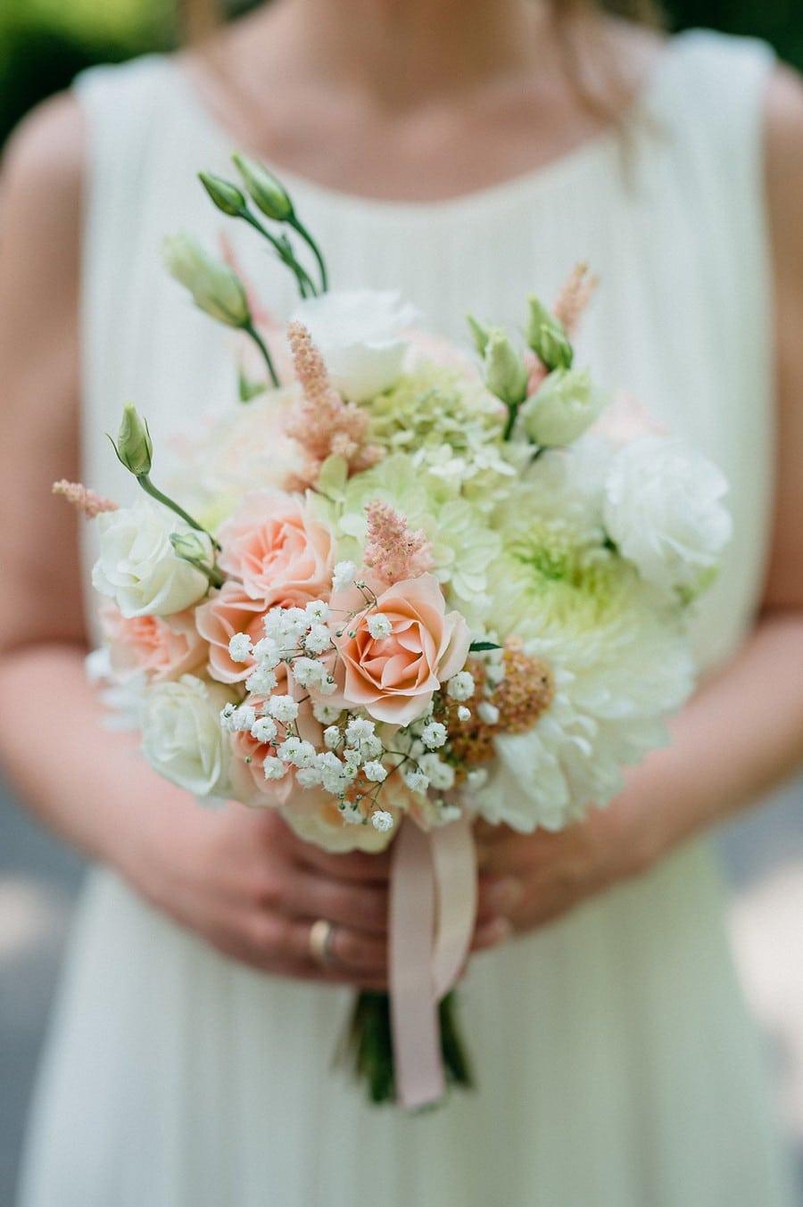 Brautstrauß im Vintage-Stil in Pastellfarben