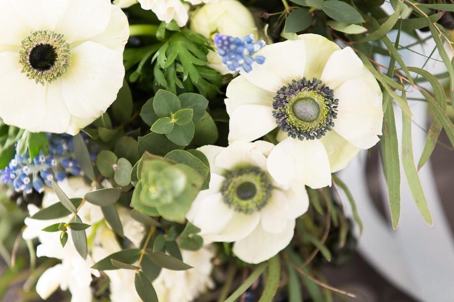 Brautstrauß mit Anemonen, passend zum Greenery-Trend