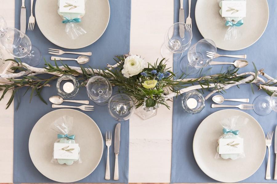Diy Ideen Fur Die Hochzeits Tischdeko Mit Anemonen Blau Und Weiss