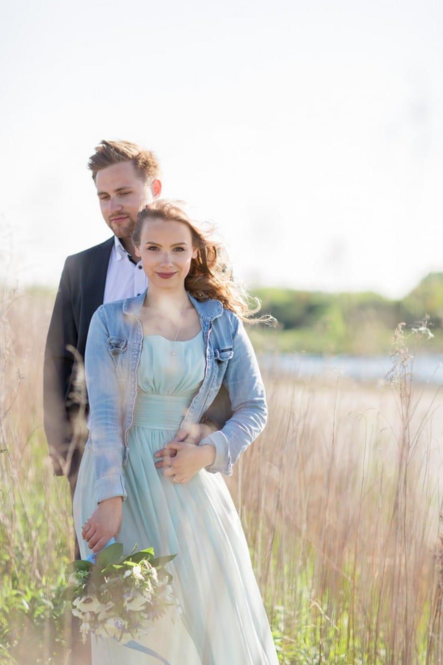 Ideen für ein Verlobungsshooting im Kornfeld mit Fotografin Nadine Apfel