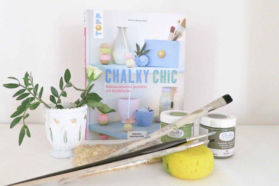 diy-hochzeit-tischdeko-vasen-chalky-chic-greenery-natur-#-2
