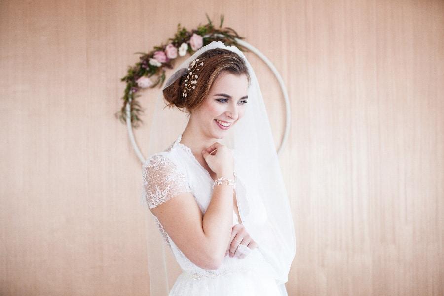 Braut-Haarschmuck mit Perlen und Steinchen für die Vintage und Boho-Bräute