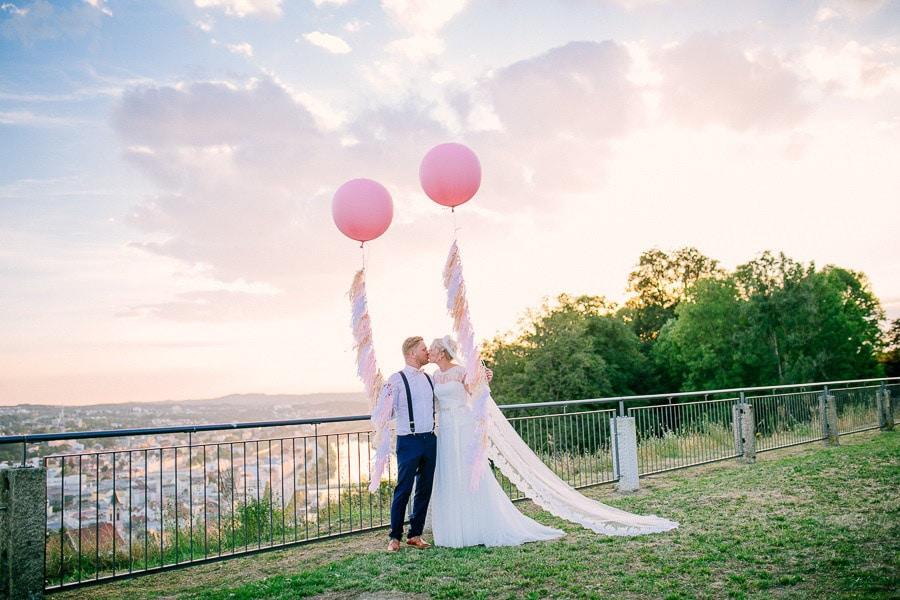 Scheunen-Hochzeit mit Vintage-Deko auf Gut Aichet
