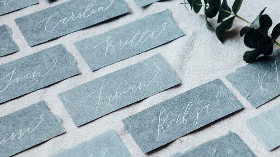 Kalligrafie und handgeschriebene Einladungen für Hochzeiten