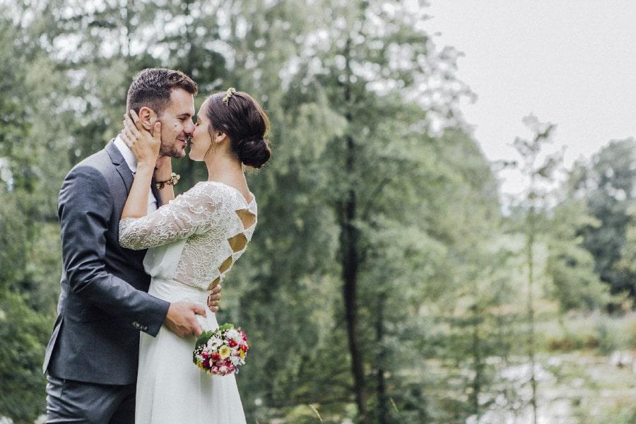 Lockere DIY-Hochzeit auf Gut Dietersberg mit Paarshooting