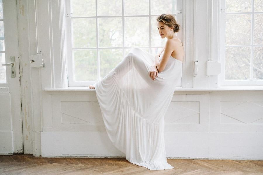 Braut-Morgenmantel aus fließendem Stoff von Sina Fischer