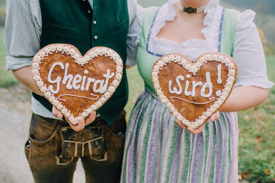 Traditionelle Trachtenhochzeit auf dem Land in der Steiermark