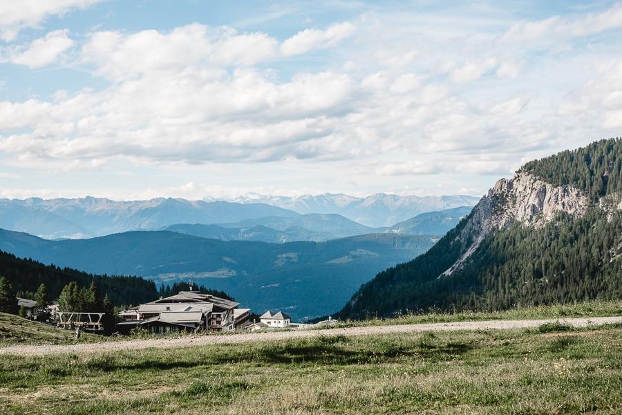 Paarshooting im Boho-Stil in den Bergen Kärntens