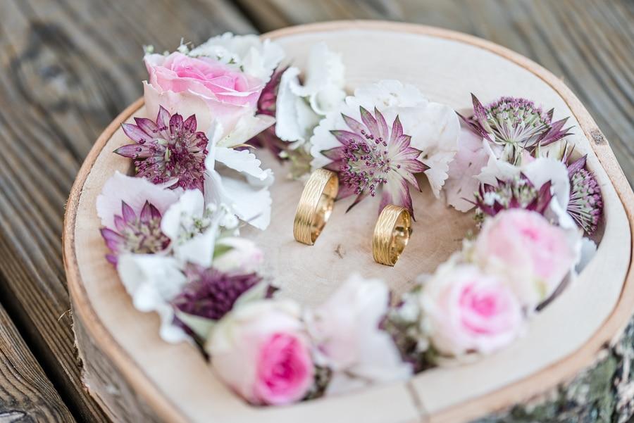 Vintage-verliebte DIY-Hochzeit im bayerischen Wirtshaus