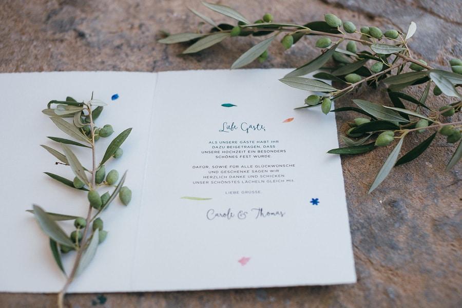 hochzeit-einladung-blau-olive-brautstrauss-passend-3