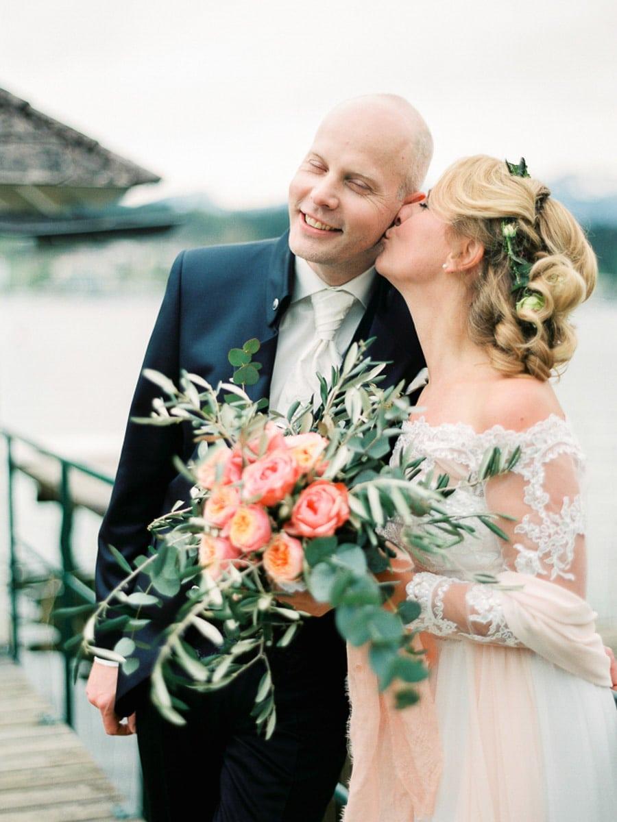 Brautstrauß mit rosa Pfingstrosen und Eukalyptus
