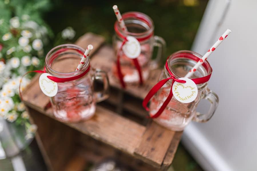sweet-table-hochzeit-erdbeeren-bowle