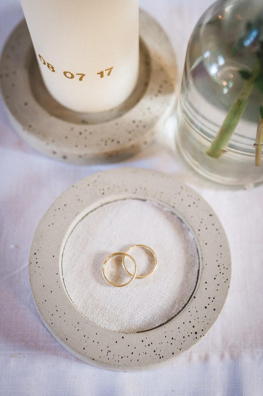 Selbstgemachte Betonschale als Ringschale für die Hochzeit