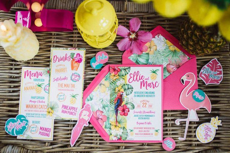 Fröhliche, poppige Hochzeits-Einladung mit Flamingo von Cariz Design