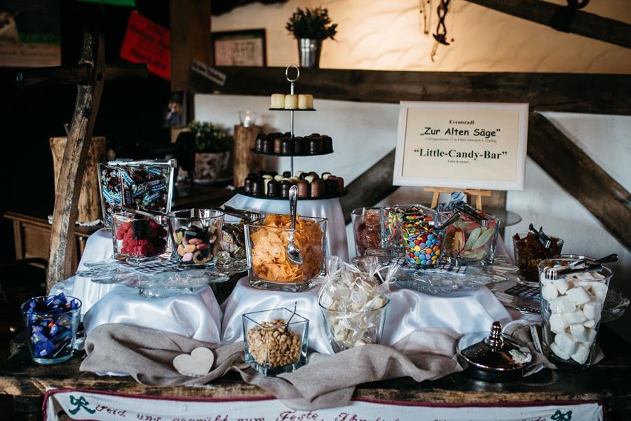Sweet Table bei einer Scheunenhochzeit in der Alten Säge Moosach