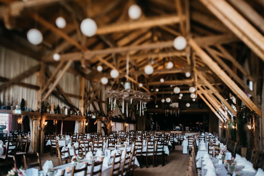 Scheunen-Hochzeit in einem alten Sägewerk