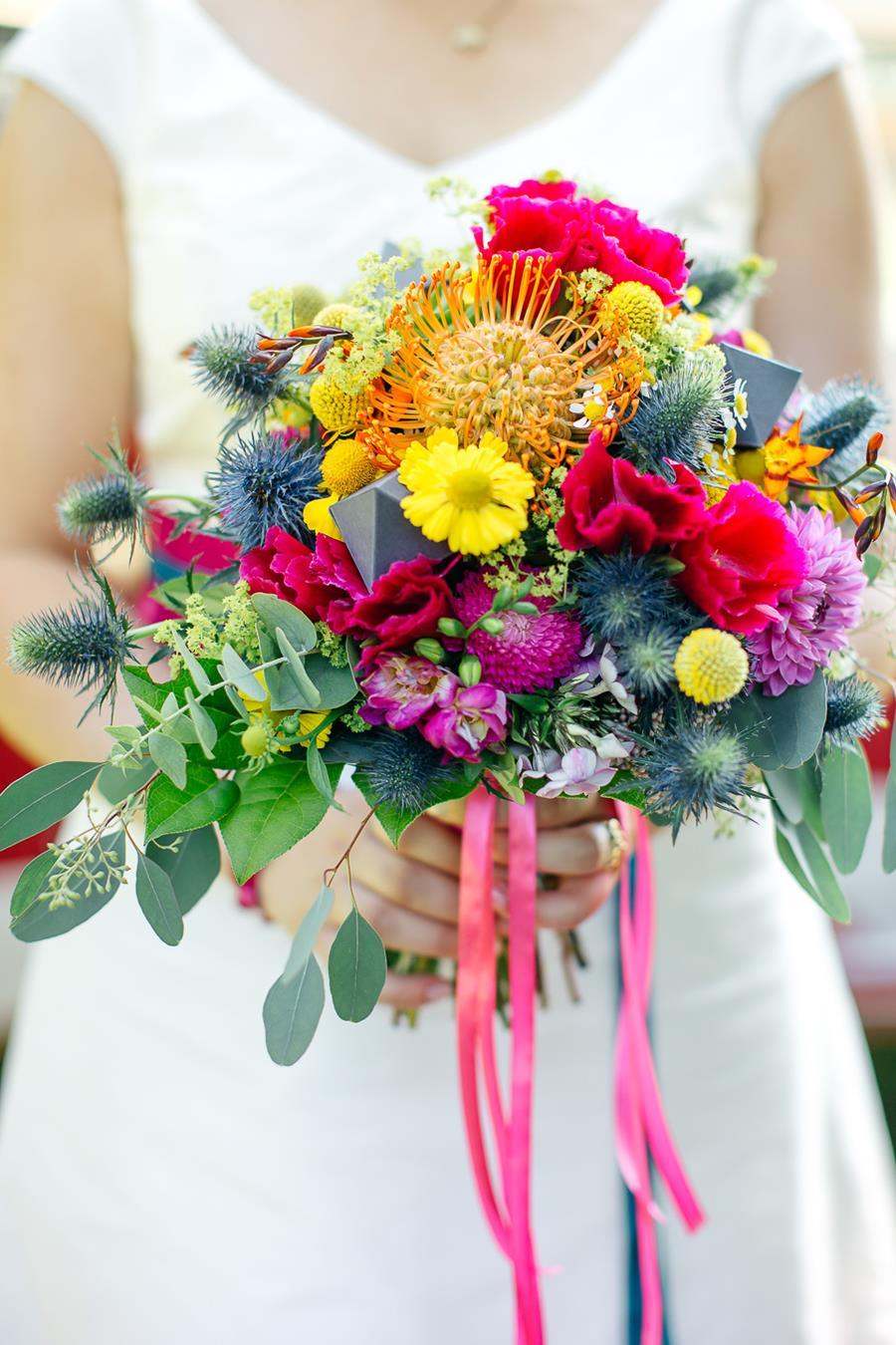 Bunte, moderne, poppige Hochzeit: Idee für den Brautstrauß