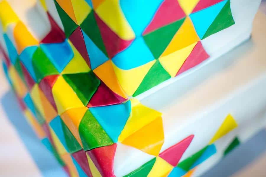 Bunte, moderne, poppige Hochzeit: Idee für die Torte