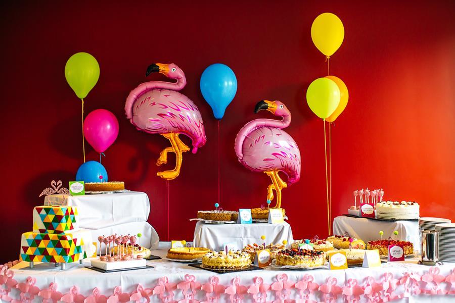 Bunte, moderne, poppige Hochzeit: Idee für den Sweet Table