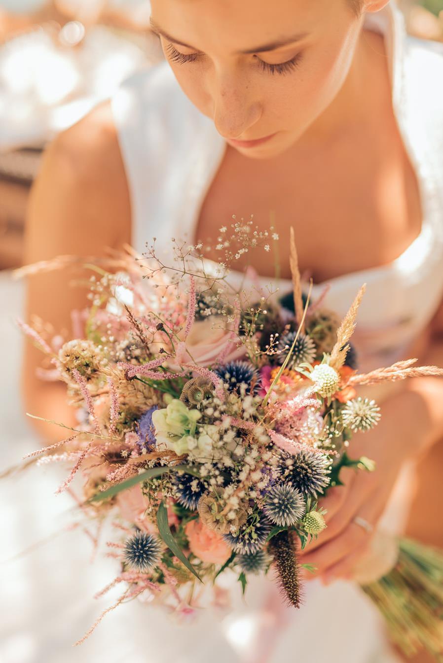 BrautstraußInspiration für eine natürliche Trachtenhochzeit