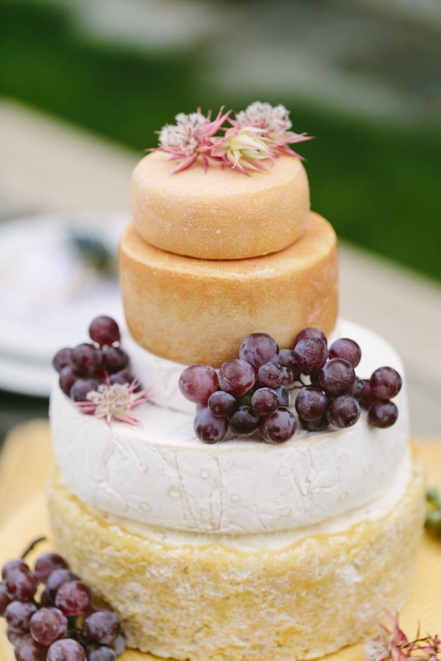 Torte aus Käselaiben als Idee für ein ungewöhnliches Hochzeitscatering