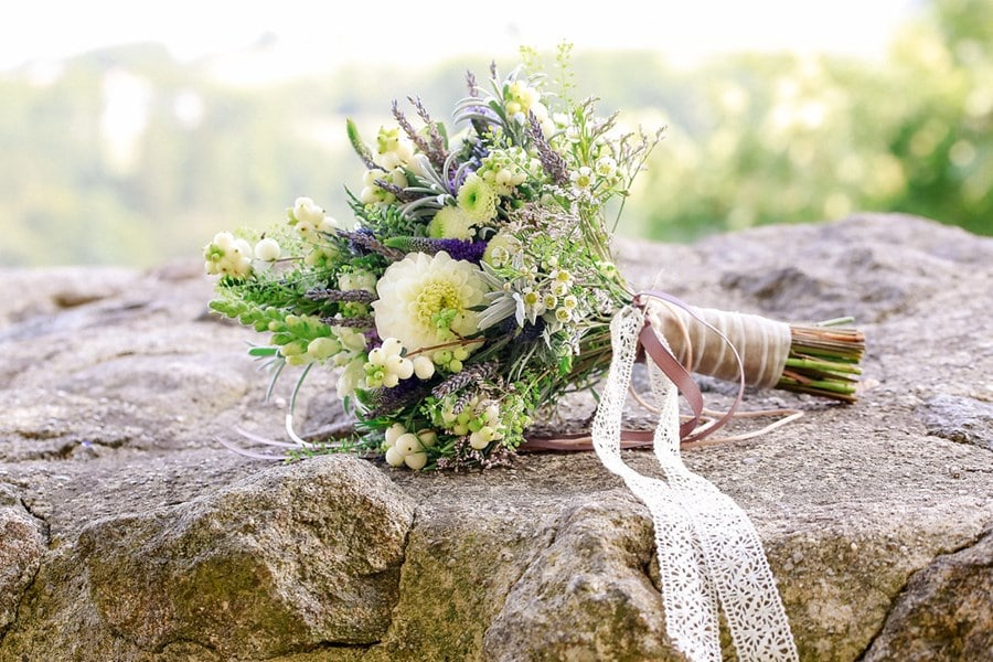 Boho-Brautstrauß Lavendel, Weiß, Grün