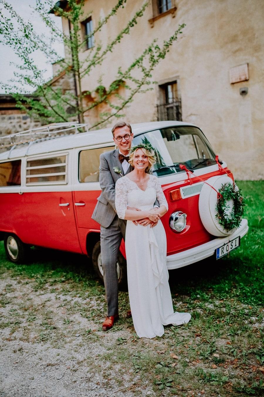 Boho-Hochzeit mit einer Photobooth im VW Bully namens Foto-Rosi als Unterhaltung für die Gäste