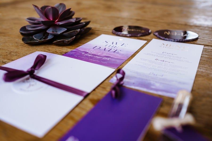 Pantone Farbe 2018 Ultra Violet: Inspirationen für Hochzeitseinladung und Papeterie
