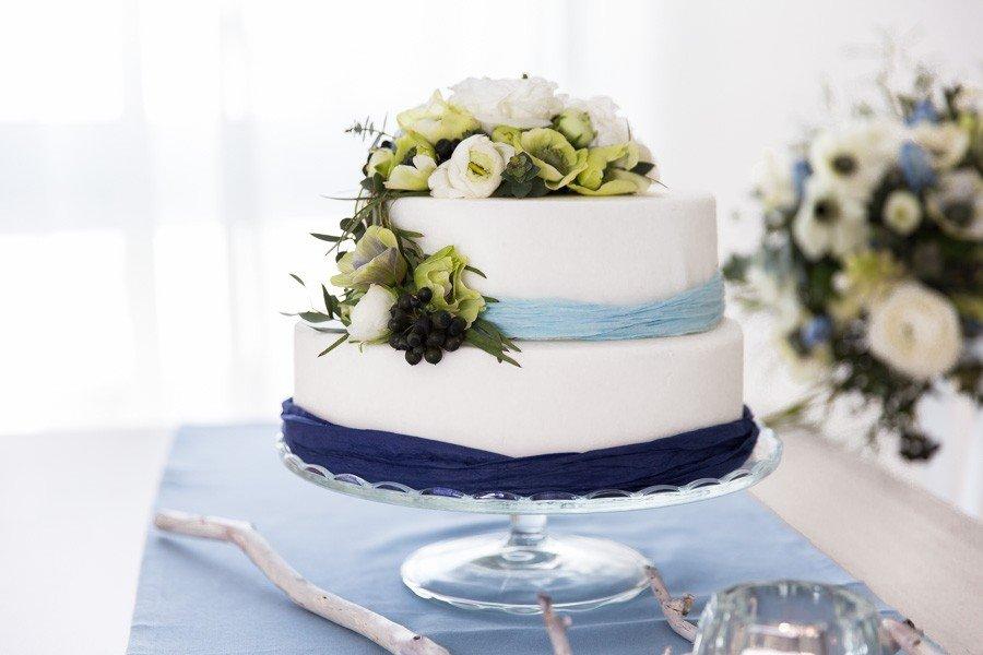 Foto: Nadine Apfel | Link Zum Artikel: Verlobungsshooting Mit Anemonen,  Aquarell Papeterie Und DIY Ideen Für Die Tischdeko