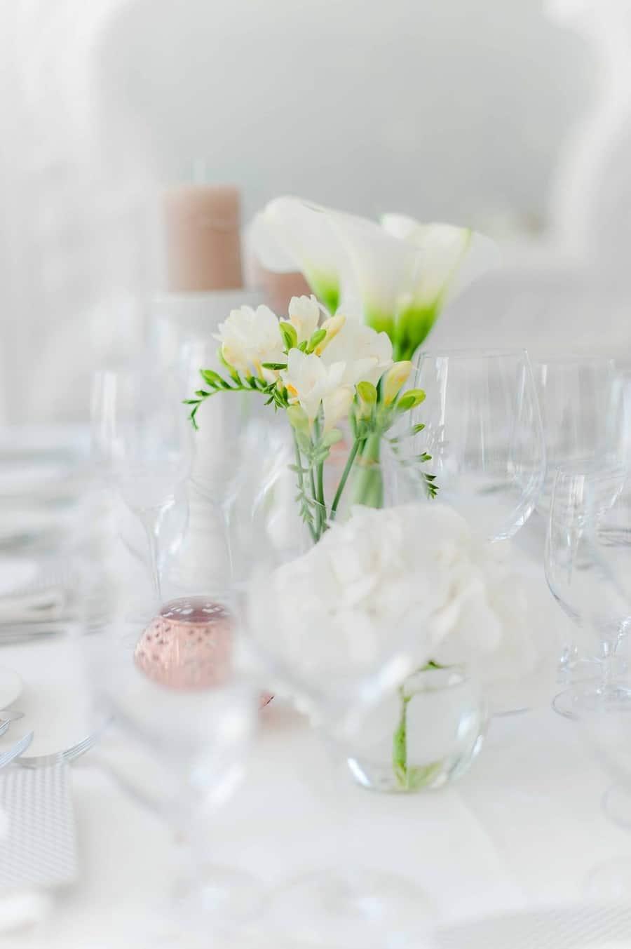 Elegante, exklusive Hochzeit in Schwarz-Weiß am Tegernsee