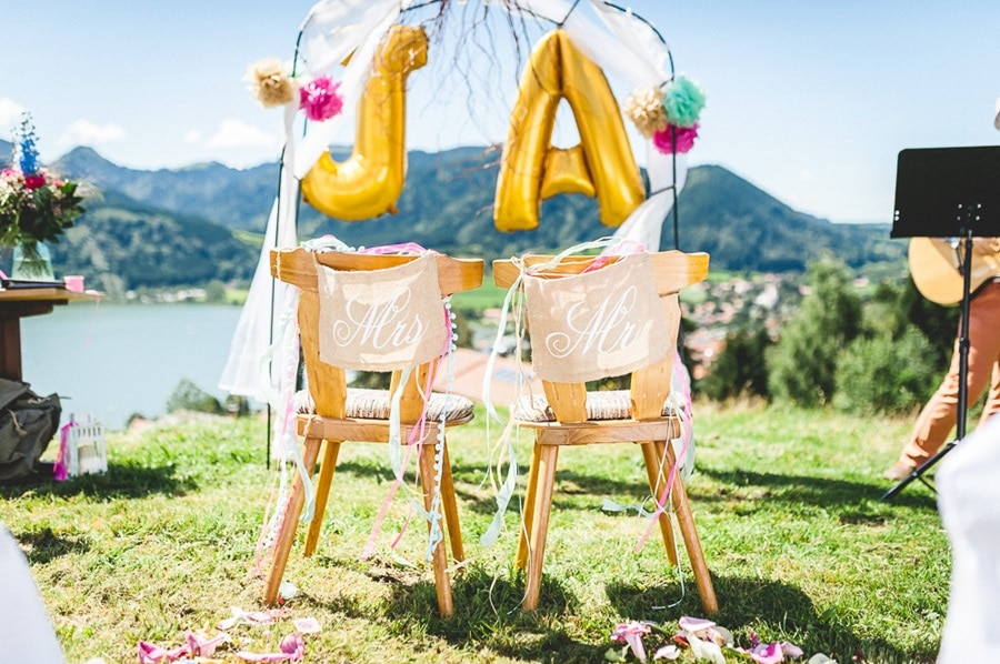 Poppige, bunte Hochzeit in Türkis und Pink auf der Stögeralm über dem Schliersee