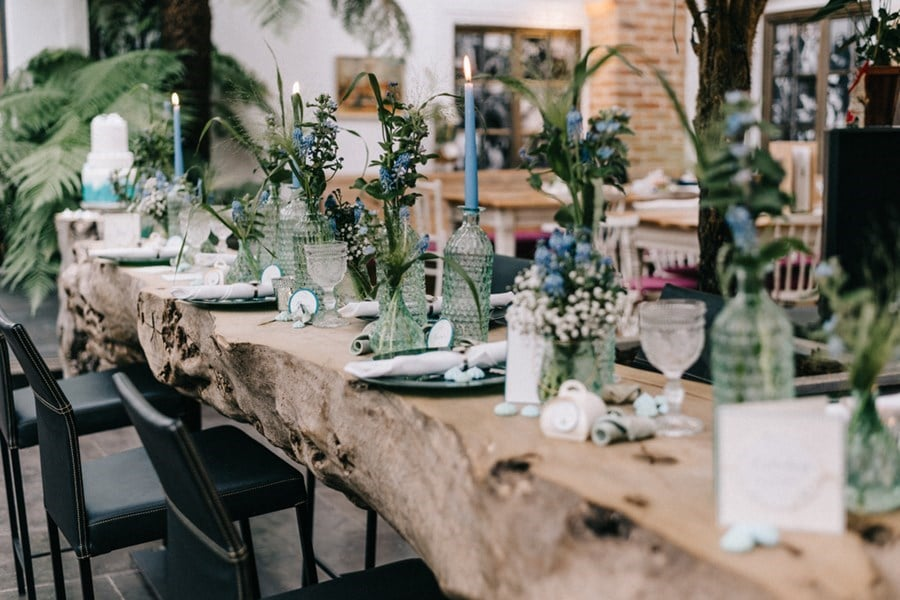 Inspiration für eine Hochzeit unter Palmen in Grün und Blau