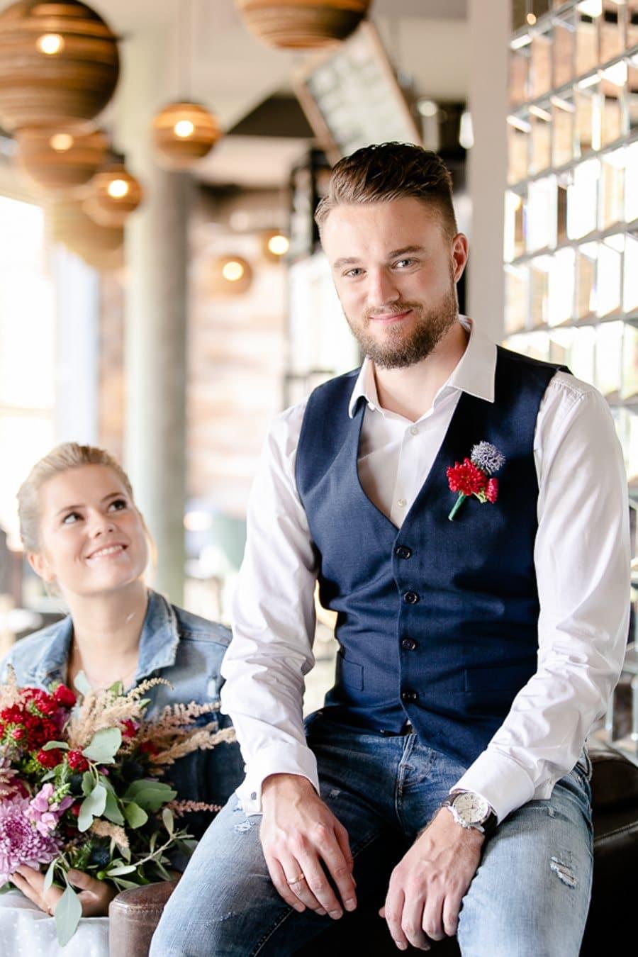 50er Jahre Hochzeitsinspiration In Rot Und Blau Mit Leder Papeterie