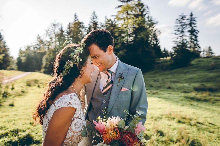 Kolumbianische Boho-Hochzeit im bayerischen Tipi-Zelt